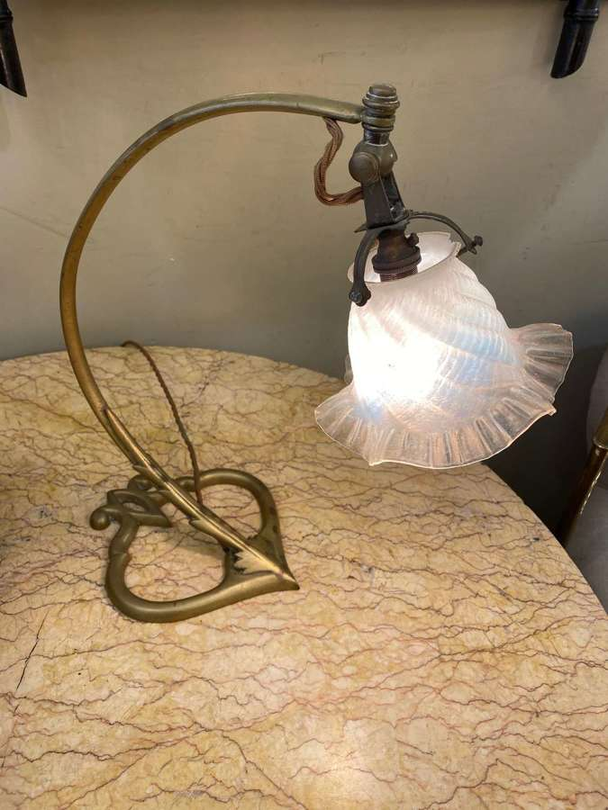 C1900 An Elegant English Brass Table Lamp